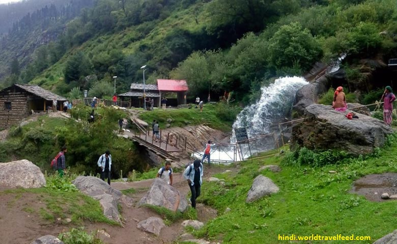 WAY-TO-KHEERGANGA-TREK